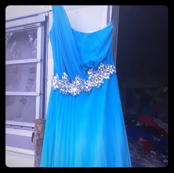 Dresses & Skirts - Beautiful full length dress